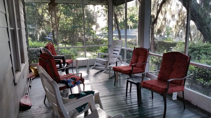 Southern Hospitality in Large Home, vacation rental in Florahome