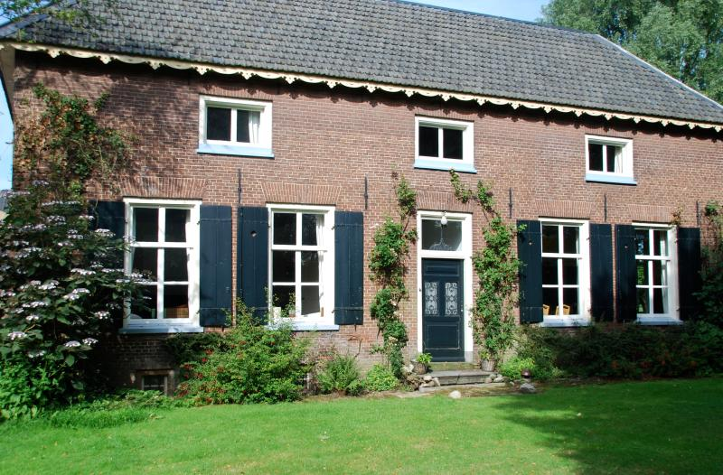 Beautiful farmhouse for 10 persons + large garden., holiday rental in Buren