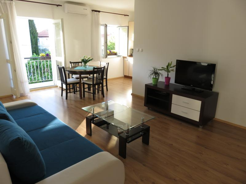 Angie A2-2 bedroom-FREE parking-Near Beach, holiday rental in Zadar