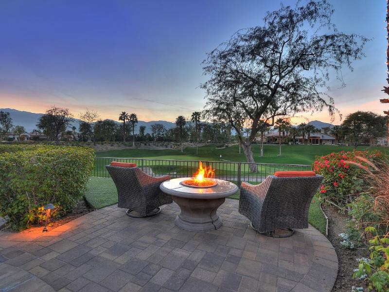 West Facing Golf Course Views, Stackable Sliding, holiday rental in La Quinta