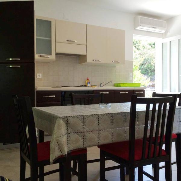 Antunović Apartment 4 near Dubrovnik, alquiler de vacaciones en Molunat