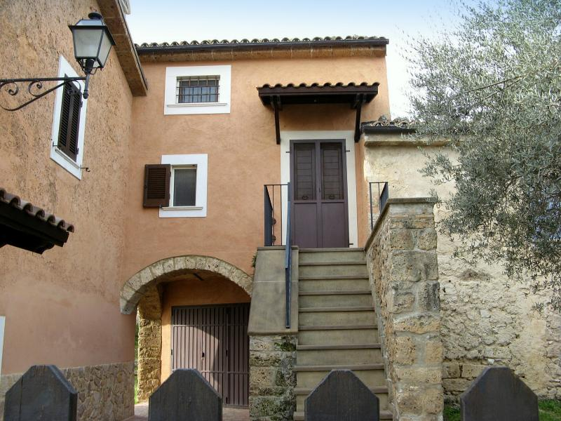 Casa Vacanze Affitto Abruzzo - Tocco Casauria, vacation rental in Navelli