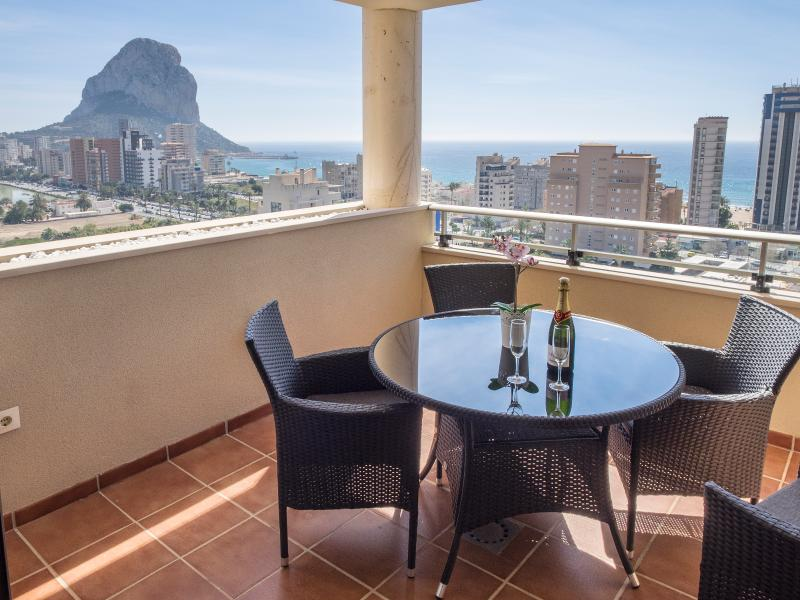 Brand new beach-apartment with panoramic views – semesterbostad i Calpe