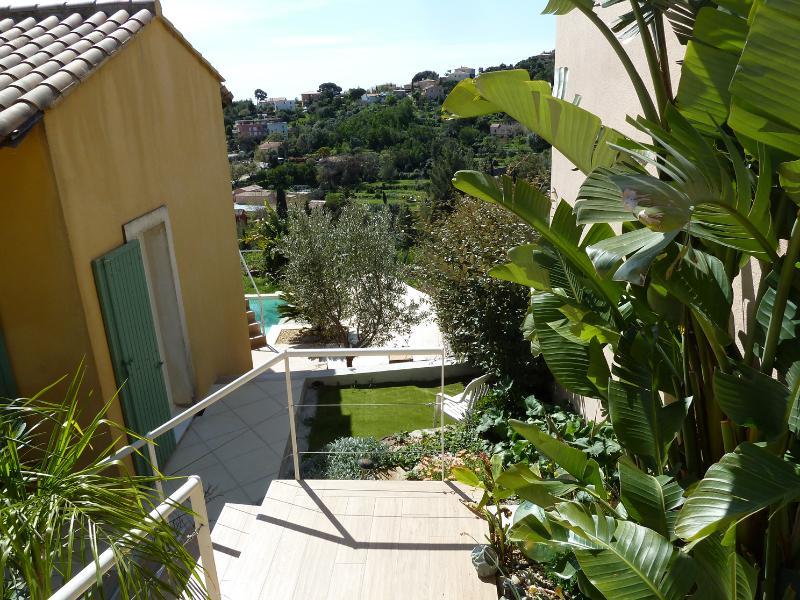 Accès et jardin privatif