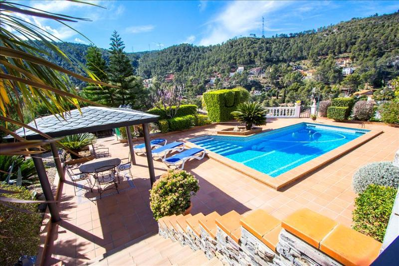 Catalunya Casas: Mountain Villa in Torrelles with pool, 25 km from Barcelona!, vacation rental in Subirats