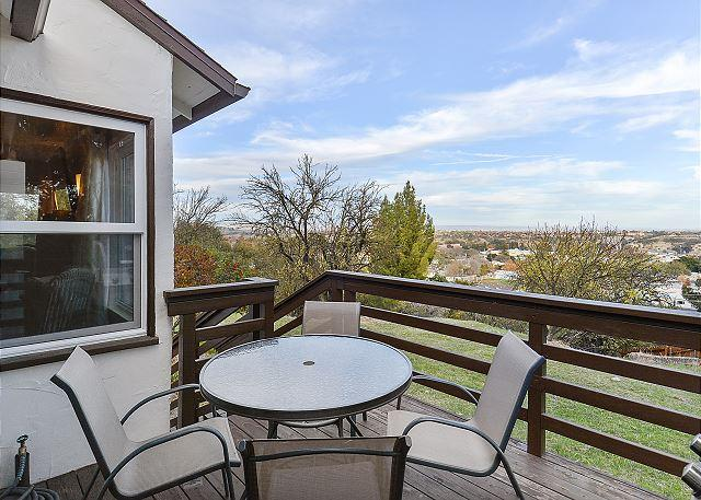 Private, Cozy with Oak-Studded View of Paso Robles, holiday rental in Paso Robles