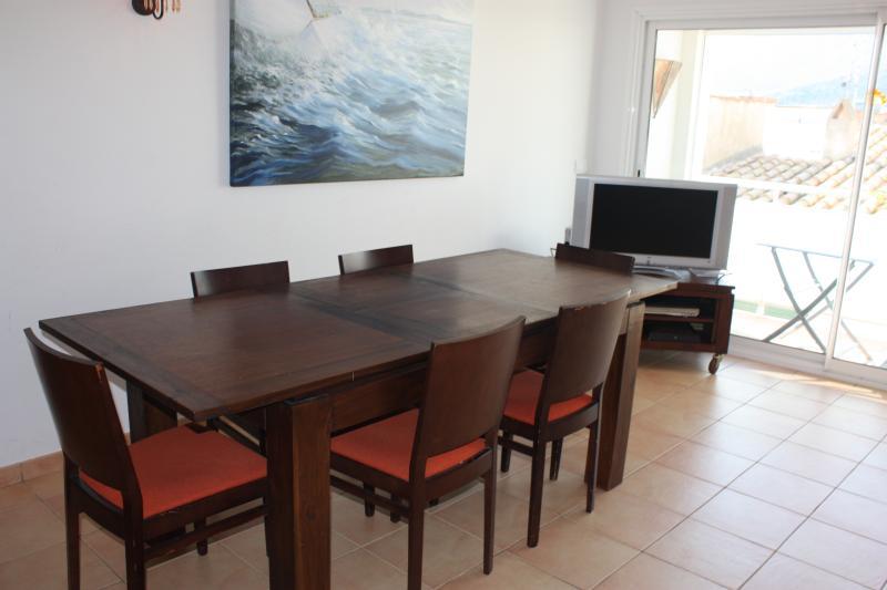 Apartamento soleado ideal para familias, location de vacances à El Port de la Selva