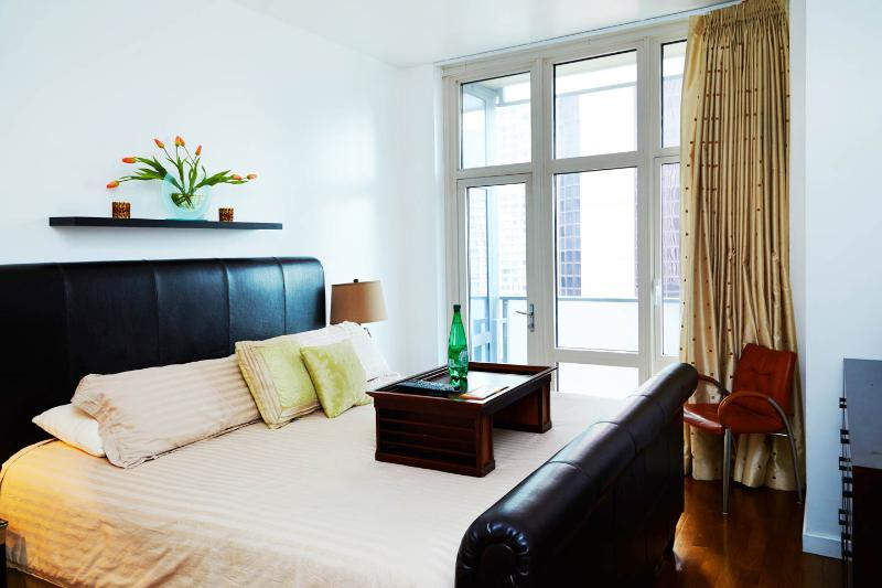Luxury King Bed & Balcony with beautiful City Views.