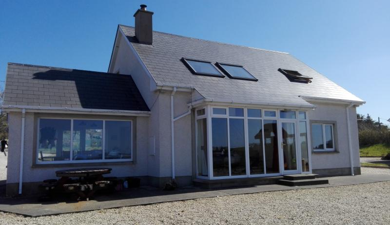 Shiphaven View, Glassan, Carrigart, holiday rental in Crocknamurleog