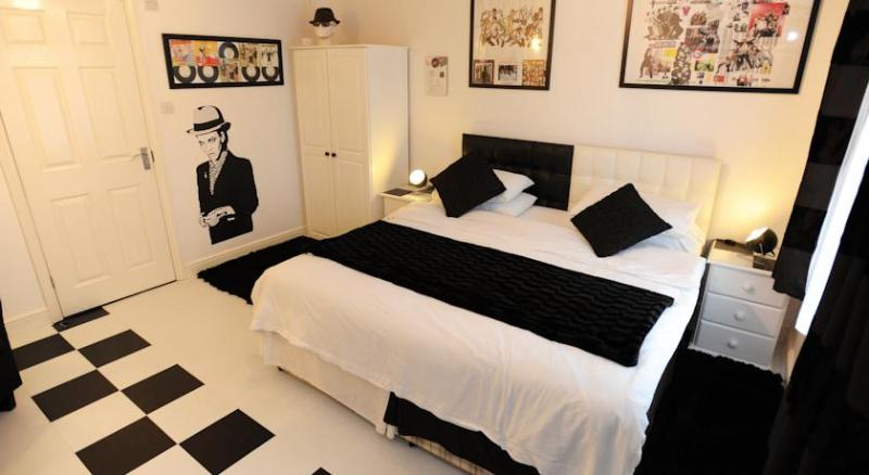 Bank House - Alton Bnb, THE TWO TONE ROOM, casa vacanza a Uttoxeter