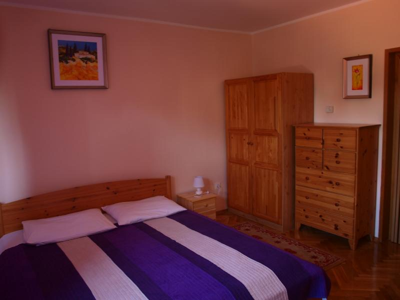 Bedroom with 1 large double bed and 1 single bed