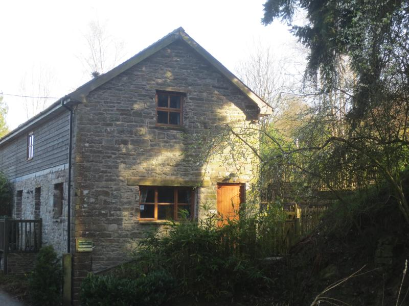 Barn End Cottage - Gable end
