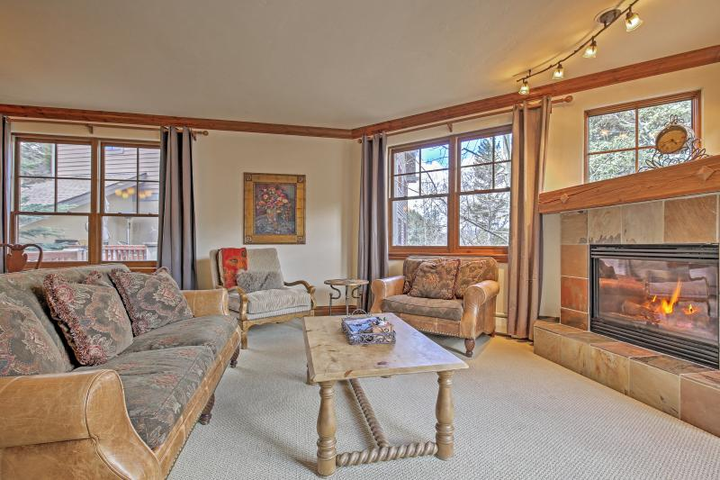 Cozy Avon Condo w/Private Deck & Pool Access!, holiday rental in Beaver Creek