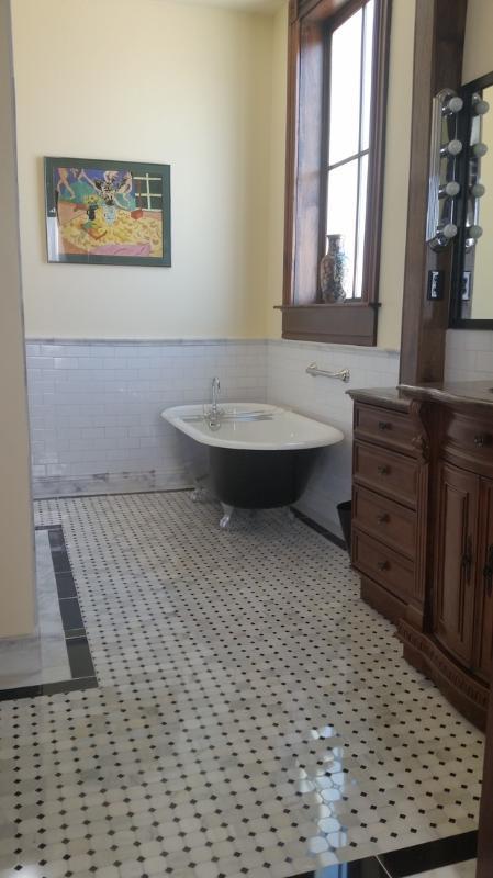 Suite B bath
