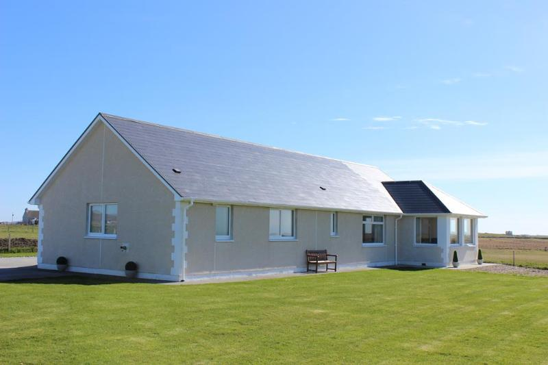 Tranquil Sands Holiday Home, holiday rental in North Uist