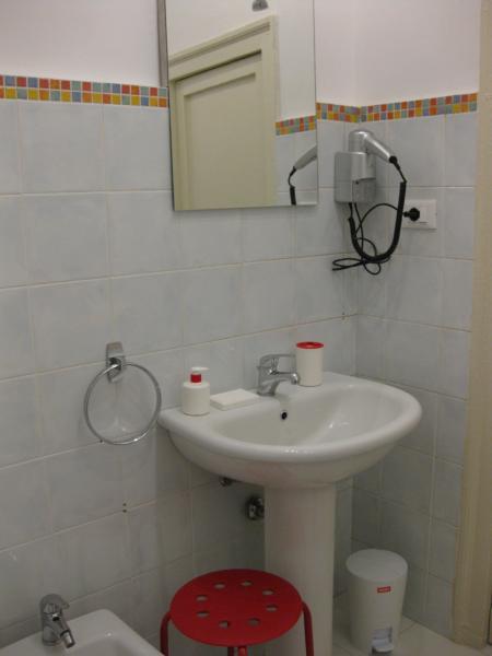 bathroom with bathtube