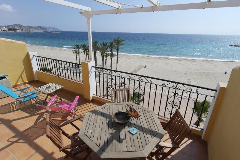 ATB, Ático primera línea de playa del Casco Antiguo con gran terraza y ascensor, location de vacances à Villajoyosa