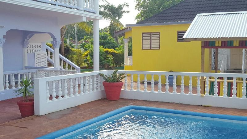 Cinnamon Apartment, Pool, Wi-Fi, A/C, Cable, Ocho Rios, vacation rental in Ocho Rios