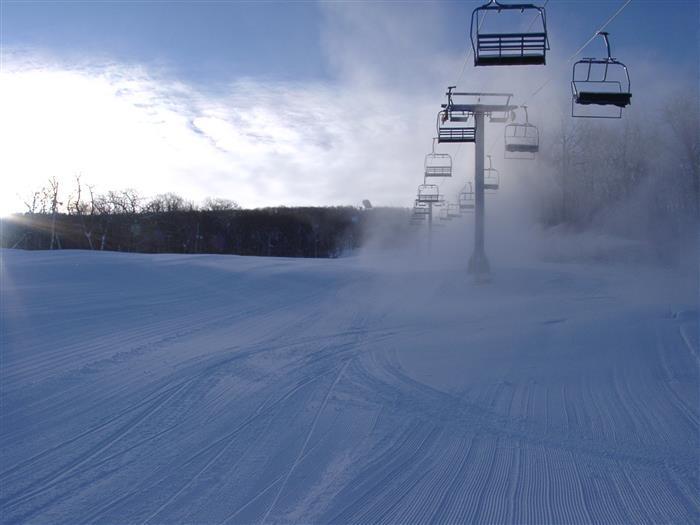 Camelback ski area 15 min away