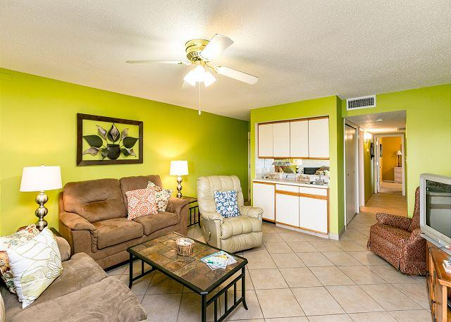 Waterfront Condo w/ Boat Slip Available - On-Site Pool & Hot Tub, vacation rental in Corpus Christi