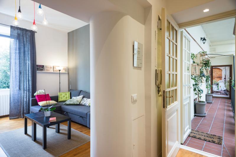 Entrane - Living Room