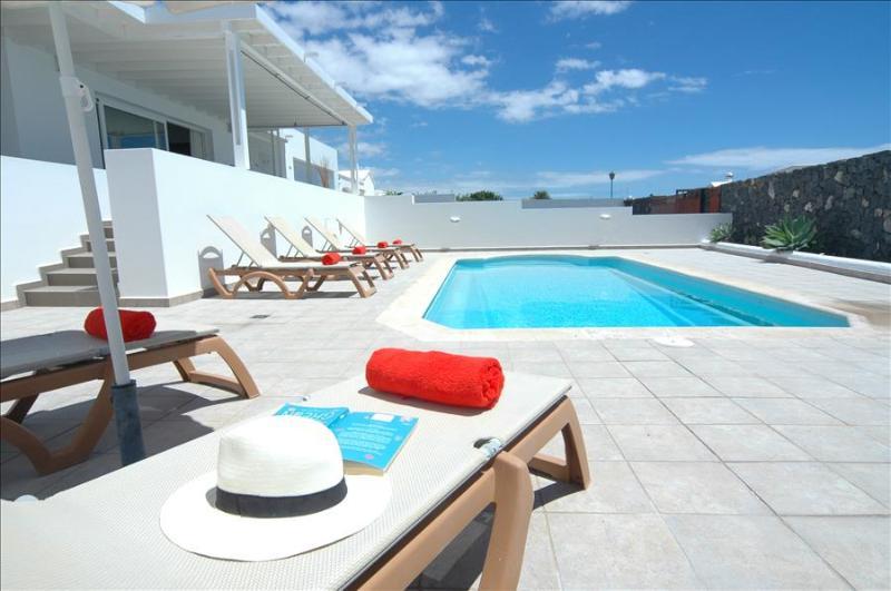 Beautiful villa in Puerto Calero. Wifi included. Ref LVC198331, vacation rental in Puerto Calero