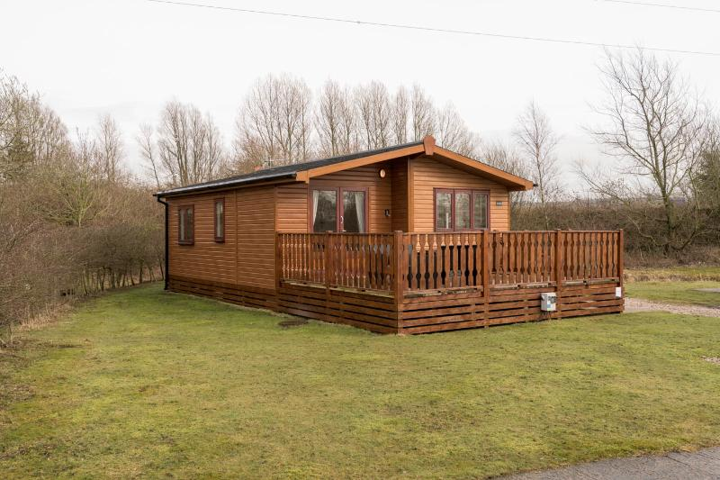 Brook Edge Lodge, holiday rental in Burton-in-Kendal