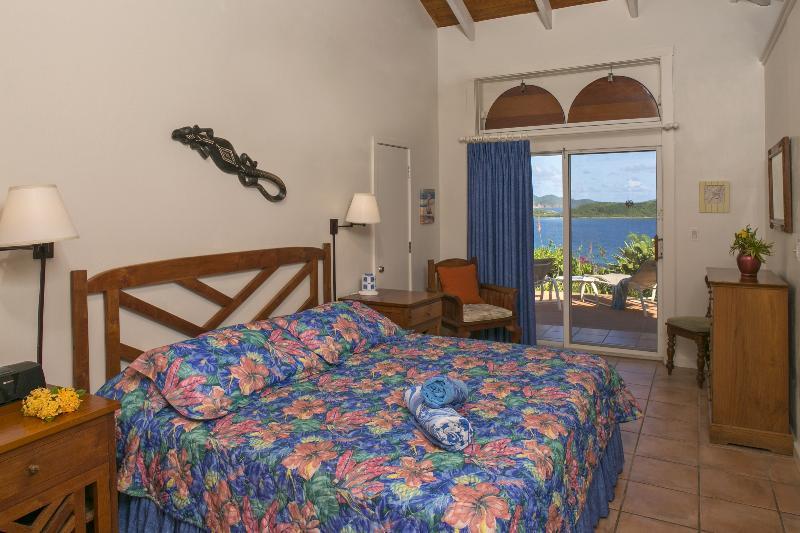 niet 1, maar 4 gelijke Master slaapkamers, allemaal voorzien van airconditioning met een spectaculair uitzicht op de Caribische