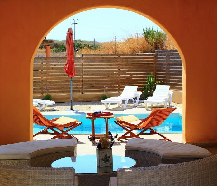 loungers & pool
