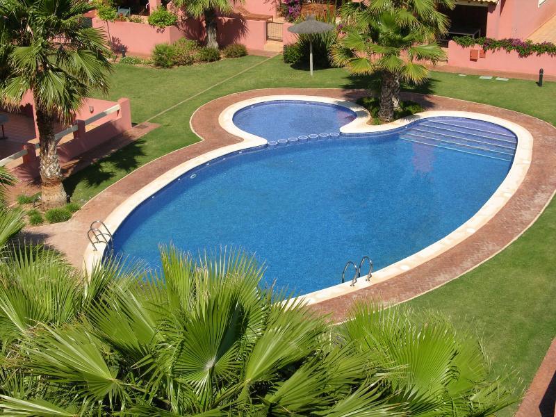 Large house, patio, terrace, free wifi, parking, communal pool, vacation rental in Mar de Cristal