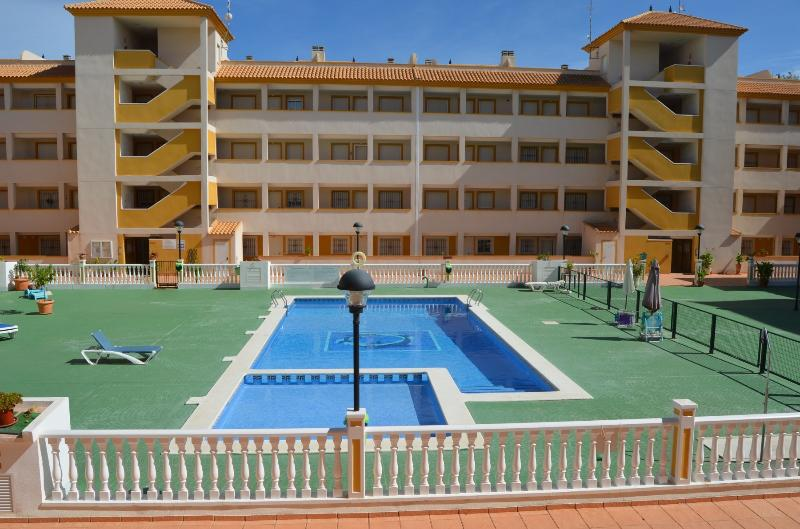 Family south apart 1st floor, balcony, free wifi, communal pool, vacation rental in Mar de Cristal