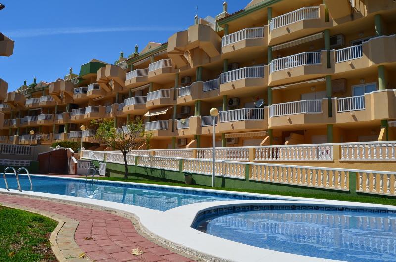 Sea view apartment, free wifi, satellite tv, communal pool, balcony, vacation rental in La Manga del Mar Menor