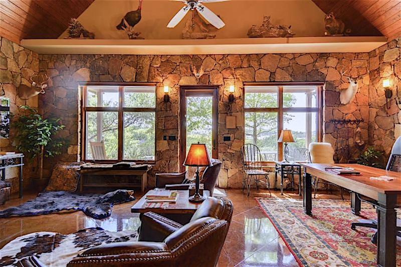 Welcome to the Mountain Cottage, a private Lakeway Estate's premier Guesthouse.