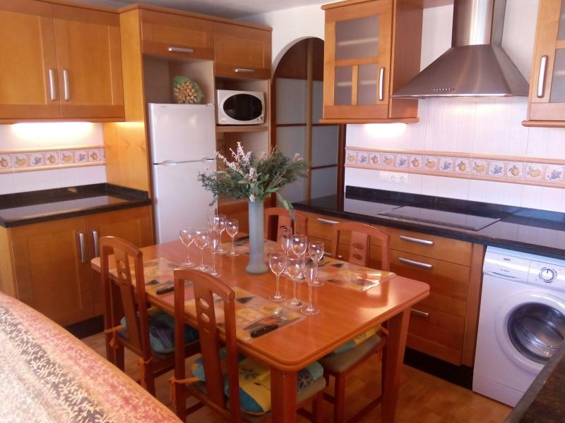 LIVING KITCHEN WITH SEA