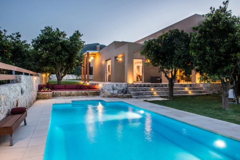 Modern villa, pool, grass and orange trees garden, holiday rental in Vatolakkos