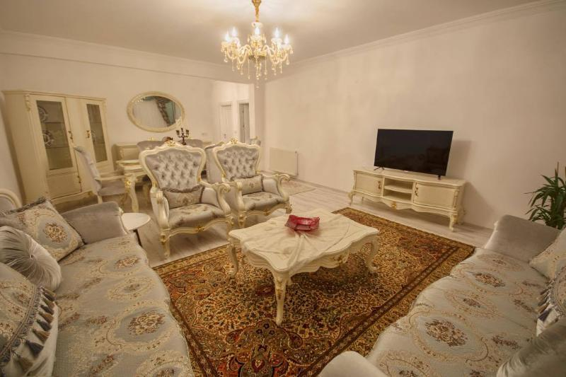 Urgup Suites, 3-bedroom Luxury Serviced Apartment, holiday rental in Uchisar