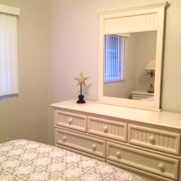 3rd bedroom dresser/mirror