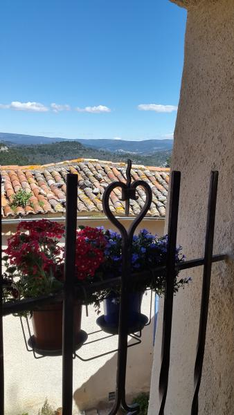 Stunning views across the Luberon mountain range and Mont Ventoux.