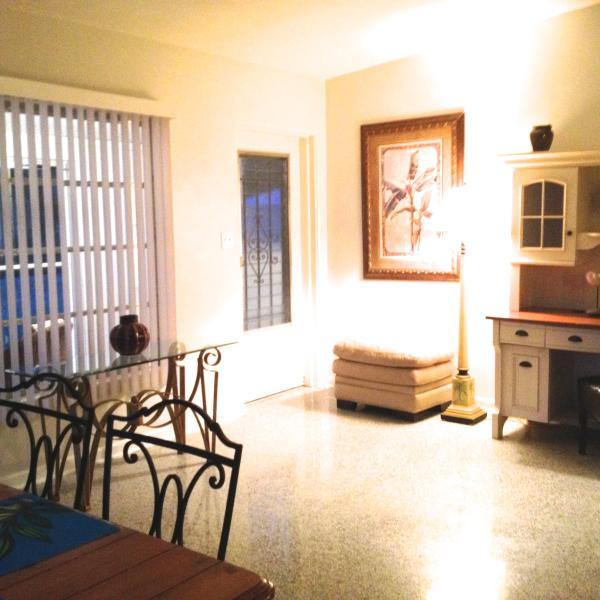 Spacious open floor plan. Desk, screened porch.