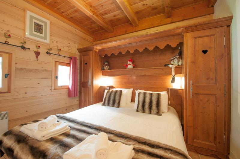 Upstairs, you'll find a double and twin bedroom sharing a shower room, as well as the sauna.