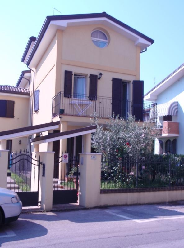 Villas con jardín privado, 3 dormitorios, 3 baños Centro BELLARIA 330 mt del mar Aire acondicionado