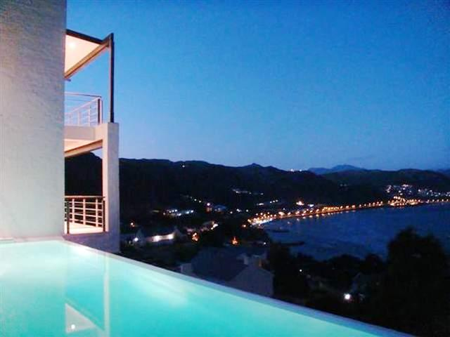Famous Designed Home With Pool & Amazing Views, holiday rental in Simon's Town