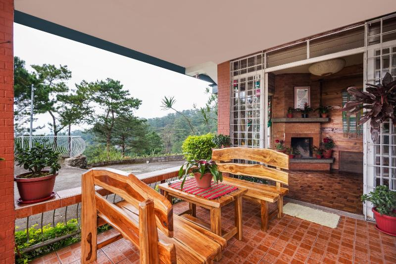 The Green House at Lani's Place 5 BR/2 CR House, alquiler vacacional en Benguet Province