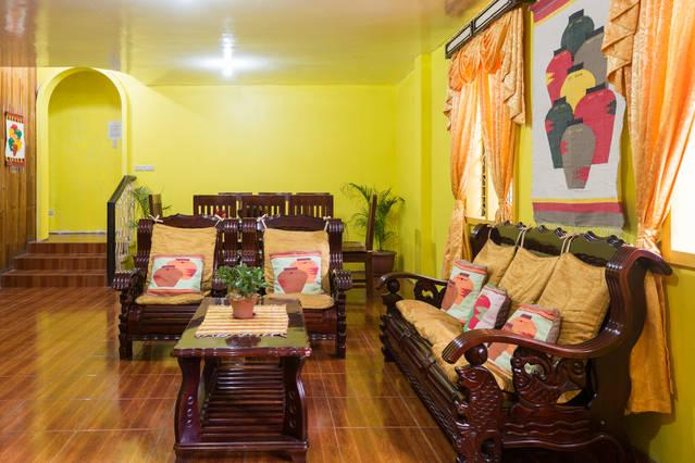 Sunflower Vacation House - 4 bedroom/2 CR house, holiday rental in Cordillera Region