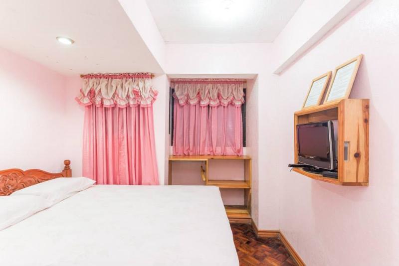 Tiptop Unit 102 – Queen room with ensuite bathroom – sleeps 2, alquiler vacacional en Benguet Province