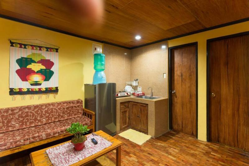 Tiptop Unit 201 – 2 Bedroom/1 Bathroom apartment – sleeps 7, alquiler vacacional en Benguet Province