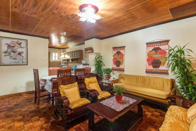 Tiptop Unit 202 – 3 Bedroom/2 Bathroom apartment – sleeps 12, alquiler vacacional en Benguet Province