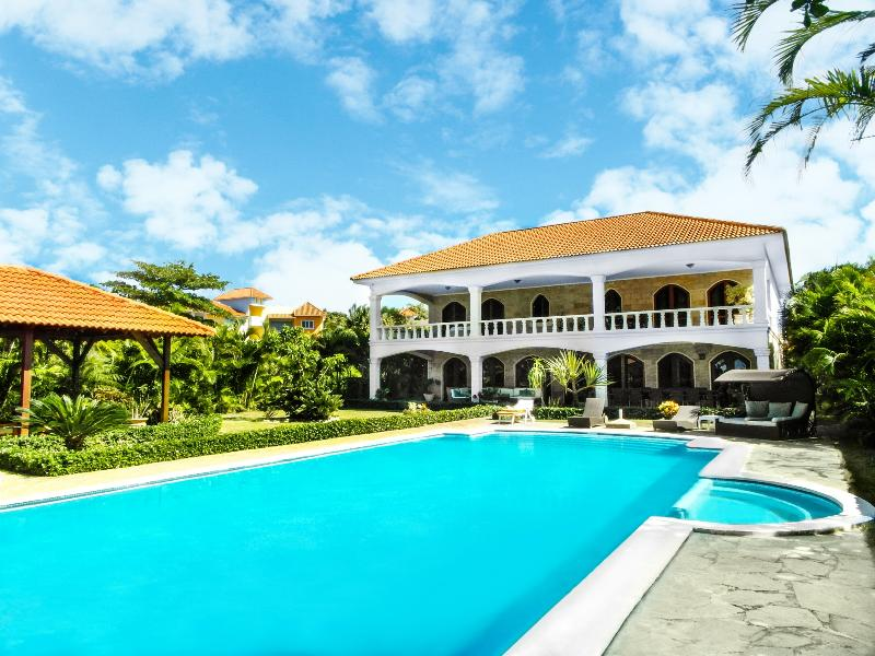 Sosua Bachelor Party Oceanfront Colonial Style Mansion PRICE MATCH, vacation rental in Sosua
