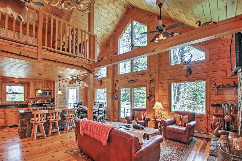 Newly Built Bethel Log Cabin w/Deck Near Skiing!, holiday rental in Woodstock