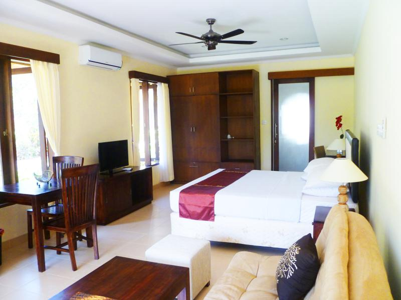 Medewi Bay Retreat - Jepun Studio Deluxe Room - 1, holiday rental in Jembrana